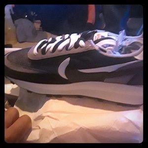 Brand new Nike LDWAFFLE/SACAI